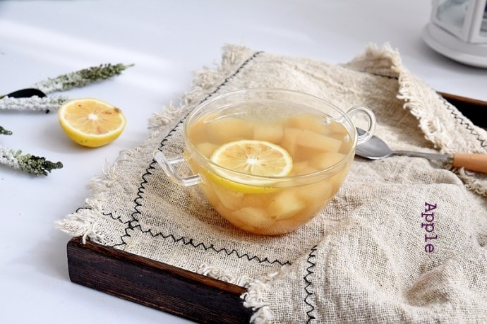 """一碗梨汤完美应对""""多事之秋"""":柠檬梨汤"""