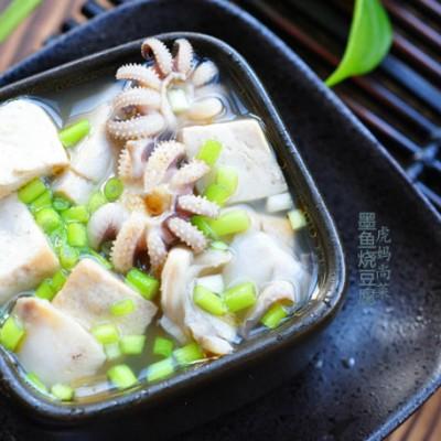 一咬一口鲜汁,墨鱼炖豆腐,给肉都不换