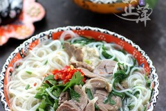 一碗能温暖冬天的米线——羊肉剁椒米线