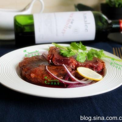 教你5分鐘煎出完美的紅酒牛排,肉嫩多汁有彈性,咀嚼感很好