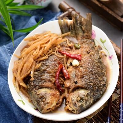 老天津人最喜欢的熬鱼方法:疙瘩丝熬鲫鱼