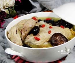寒冷的冬季最适合女人进补的---五宝鸡汤