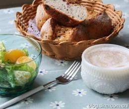 【早餐°】2018-11-26:蔓越莓黑芝麻全麦球/蔬菜沙律/卡布奇诺