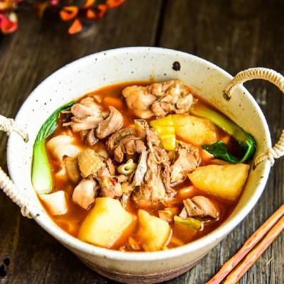 新疆最经典的一道菜——麻辣鲜香的大盘鸡(附裤带面的做法)