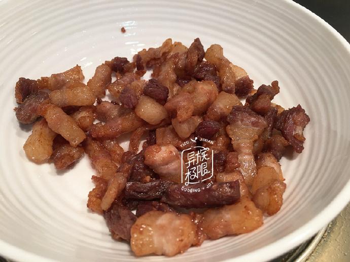 这样炒五花肉,太下饭了,每餐来一点点,能多吃三碗饭