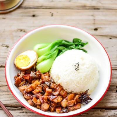 最适合寒冷的冬季食用的一道下饭菜——美味又不油腻的卤肉饭