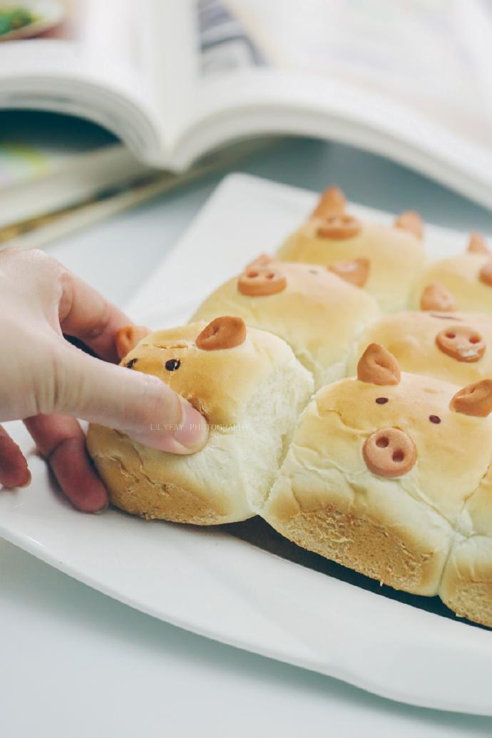 【早餐°】2019-3-19:挤挤小猪面包/牛奶