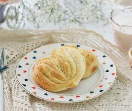 【早餐°】2019-3-28:心形椰蓉面包/枇杷/牛奶