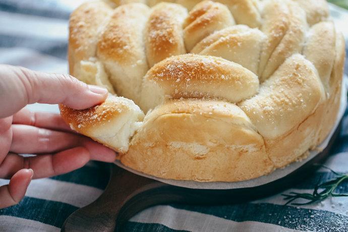 沙拉酱椰蓉手撕花朵面包