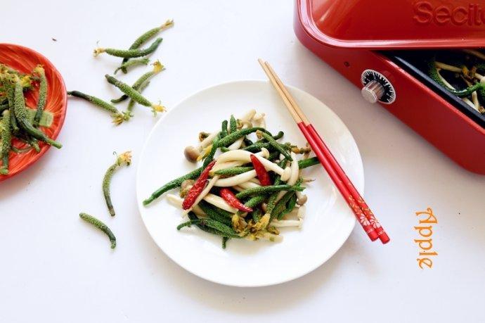 鲜香脆嫩的春天美食:菌菇小黄瓜