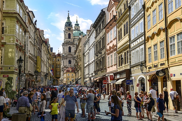 """【捷克】布拉格,这里有个少男少女的网红""""打卡地"""""""