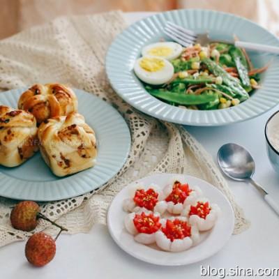 【早餐°】2019-5-8:波兰种沙拉酱海苔肉松小方面包/荔枝/色拉/牛奶燕麦粥