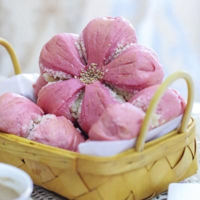 【早餐°】2019-5-26:火龙果椰蓉樱花面包/奶茶