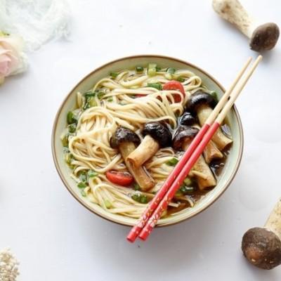 一碗鲜香四溢的菌菇挂面,给肉也不换