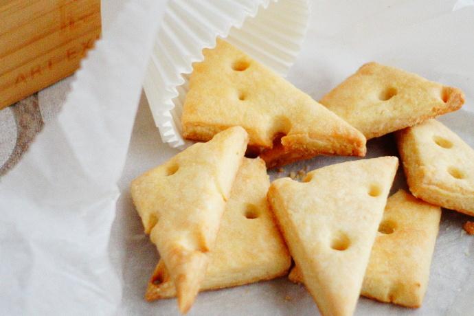 适合补钙的小零食【奶酪三角饼干】
