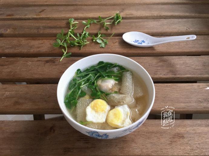 #一城一夏#,饭店里卖10元一盅的汤,用相同的价钱,在家能做一大锅