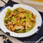 【青椒炒面筋】下饭一流有食欲,简单一炒真快手
