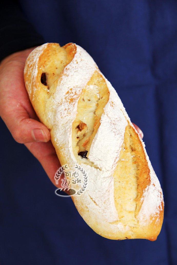 淡奶油桑椹果酱面包卷