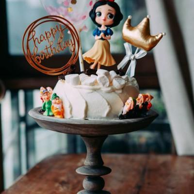 《香蕉奶油白雪公主蛋糕》