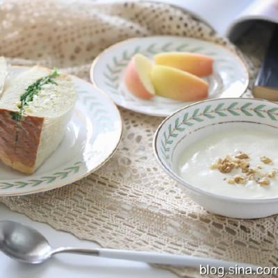 【早餐°】2019-8-27:生菜雞蛋三明治/香草奶油風味酸奶/嘎啦果
