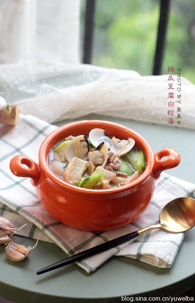 丝瓜豆腐白蛤汤,秋天天气干燥,给家人多煲汤,白蛤正逢丰收季,10块钱3斤,鲜甜滋润