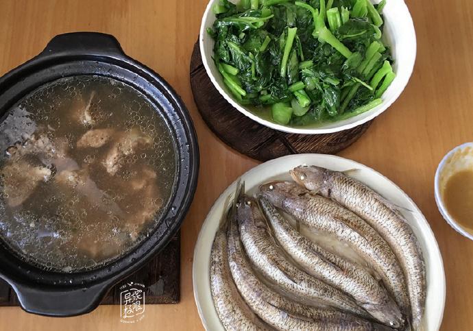 晒晒我家霜降后的晚餐,两菜一汤,羊肉汤好喝又热身