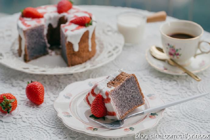 【早餐°】2019-11-29:黑米酸奶戚风草莓蛋糕/奶茶