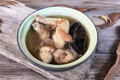 干燥无雨的冬天,我家最常喝的一道鸡汤,解燥,安神补气