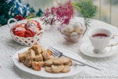 【早餐°】2019-12-17:百香果红茶红丝绒玛德琳/煎杏鲍菇/炒面包丁/龙眼/红茶