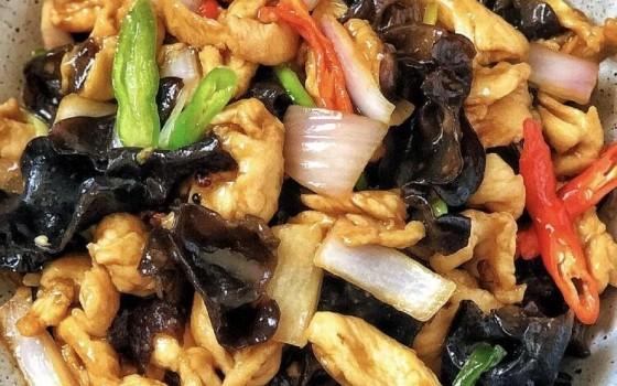 彩椒洋蔥木耳炒雞柳食譜(彩椒洋蔥木耳炒雞柳食譜)