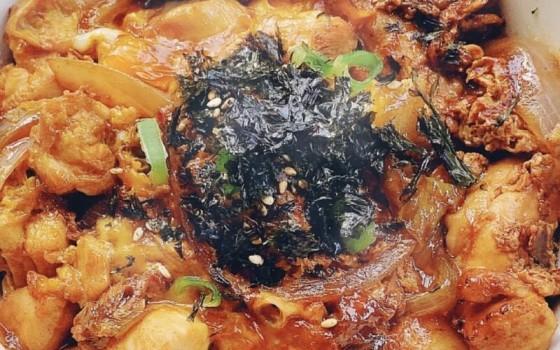 日式鸡肉亲子丼食谱作法(日式鸡肉亲子丼食谱作法)
