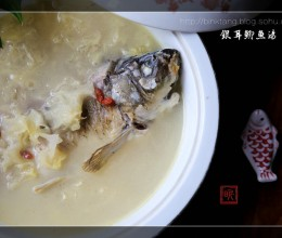 银耳鲫鱼汤