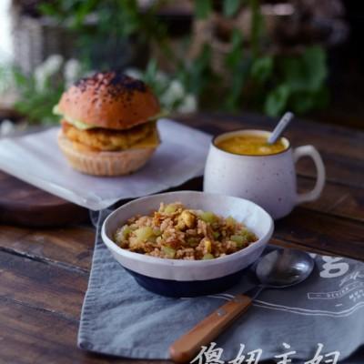 营养早餐搭配--黄金虾堡.窝笋酱油炒饭