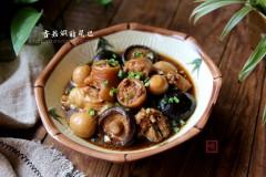 美容养颜,益骨髓-香菇焖猪尾巴