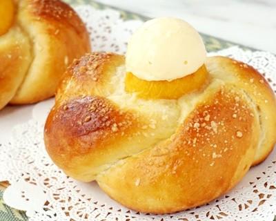 黄桃面包配法罗夫蛋奶冰激凌