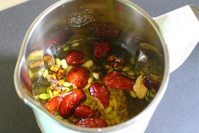 黄豆坚果豆浆