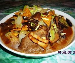 五花肉松蘑大锅菜