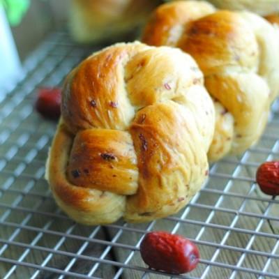 这款面包特别适合女性朋友们多吃,补气又养血,还超级柔软香甜