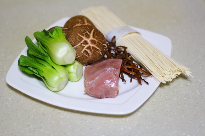 香菇肉末青菜面