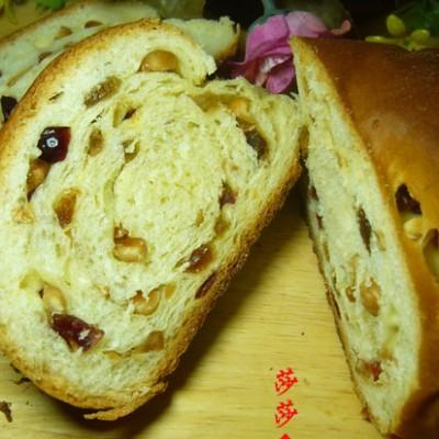 大巴列面包