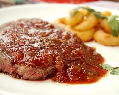 茄汁牛排配意大利通心粉