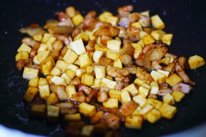 香菇豆角猪肉盖浇饭
