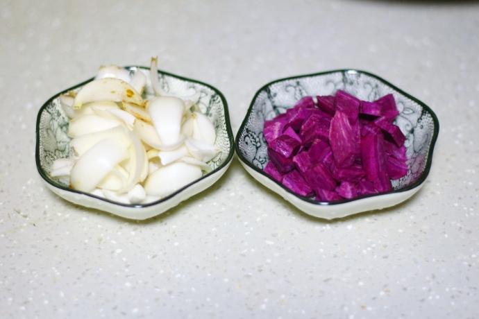 紫薯银耳百合汤-清热润肺