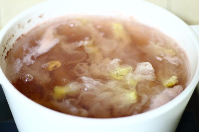 百合银耳莲子汤-美容养颜