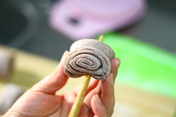 只需一根筷子,轻松做出层次分明,松软香甜的花卷,家人特爱吃
