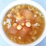 银耳雪梨百合莲子汤