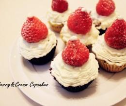 杯子草莓蛋糕cupcake