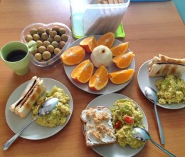 充满爱和欢乐的早餐