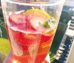 草莓草莓>.<