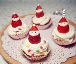 草莓圣诞老人杯子蛋糕
